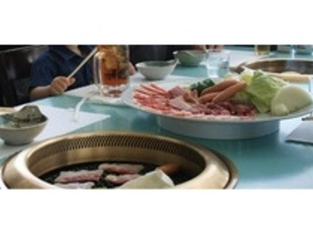 焼肉ガーデン・・・大自然に囲まれた室内でお食事を堪能できます。_霧島高原まほろばの里