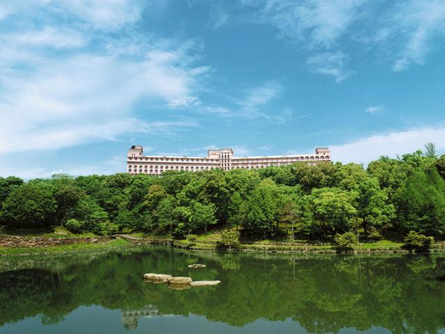 緑の丘に建つホテル_ホテルセキア