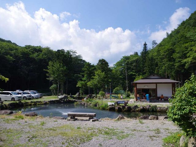 ナラ入沢渓流釣キャンプ場