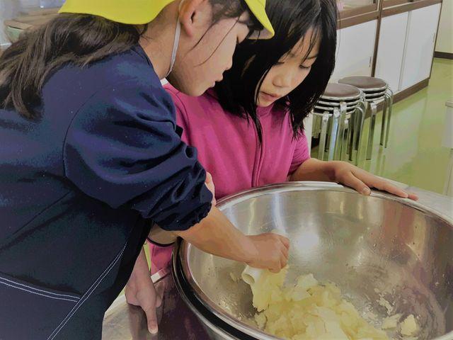 【シャーベット作り体験】お味は3種類「マンゴー」「リンゴ」「ブドウ」どれもさっぱりとした味わいです☆_おかやまファーマーズ・マーケット ノースヴィレッジ