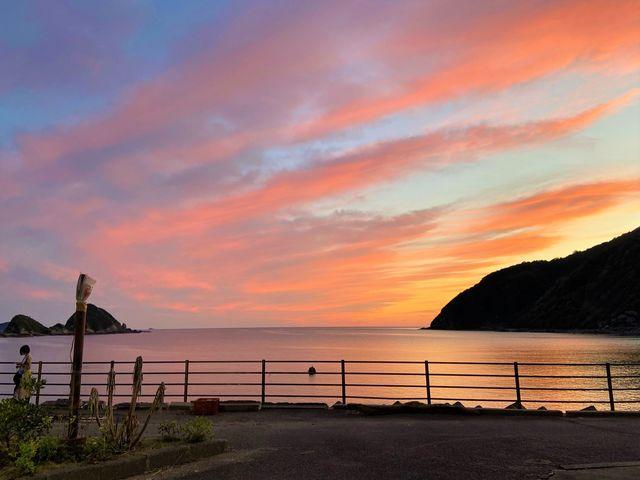 夕陽に染まる赤島_天草マリンスポーツ体験センター