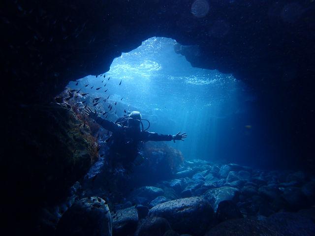 まるで青の洞窟のよう~♪_DIVE&HOUSE FUTO