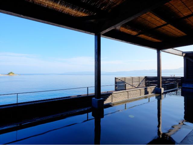 日帰り温泉「島風の湯」では、男女各18mの展望露天風呂から長崎の海がご覧頂けます。_i+Land nagasaki