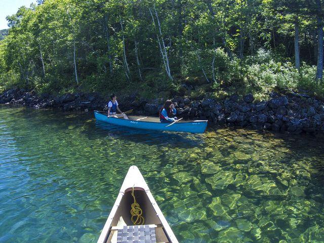 夏の然別湖は透明度抜群!美しい湖に漕ぎ出しましょう!「カナディアンカヌー」_然別湖ネイチャーセンター