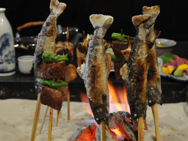 焼きあがる地元産の岩魚やお野菜、海の幸・山の幸・・・_永源寺温泉八風の湯