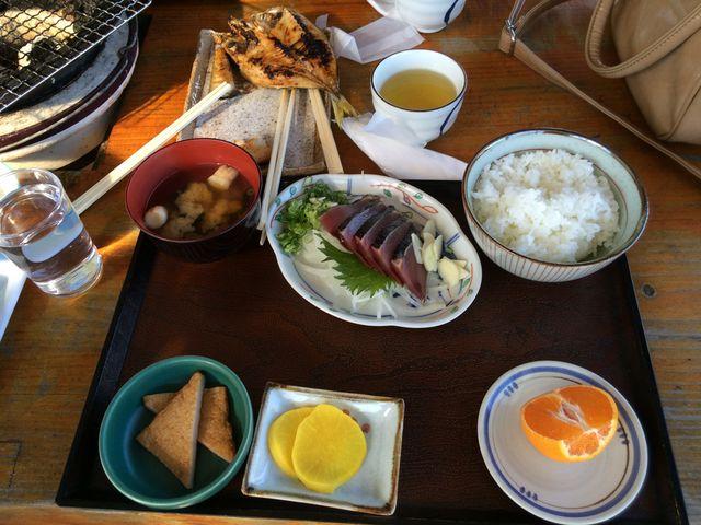 藁焼きカツオタタキ定食1080円_黒潮本陣