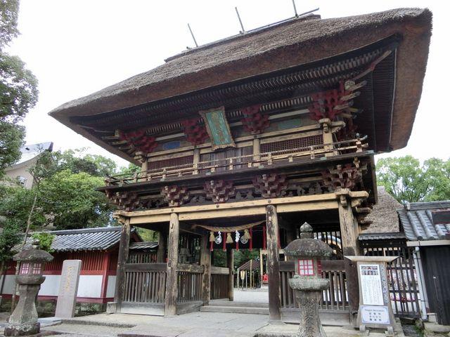 歴史を感じさせる見事な門_青井阿蘇神社