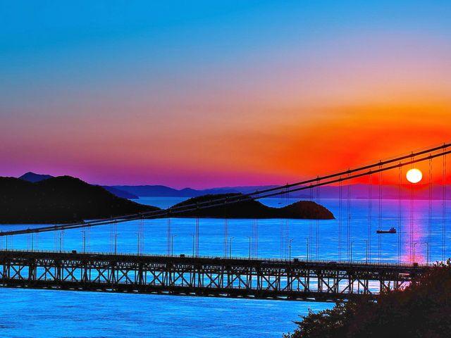 鷲羽山展望台より見た瀬戸大橋と瀬戸内海に沈む夕日。_鷲羽山