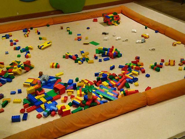 靴を脱いで レゴ遊び_安城産業文化公園デンパーク