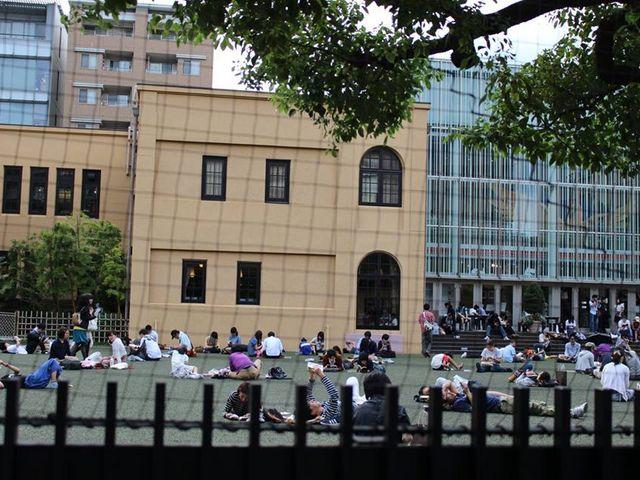 晴天時は外でまったり_京都国際マンガミュージアム