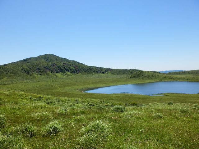 天気も良くて湖と新緑の緑が映えて綺麗に撮れました。_草千里ケ浜