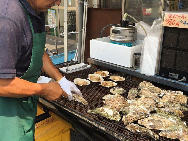 鮮魚センター前の名物浜焼き_にぎわい市場 ピアBandai