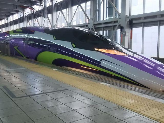 エヴァ新幹線_博多駅