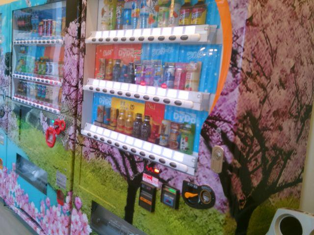 『桜の自動販売機』。_道の駅 保田小学校