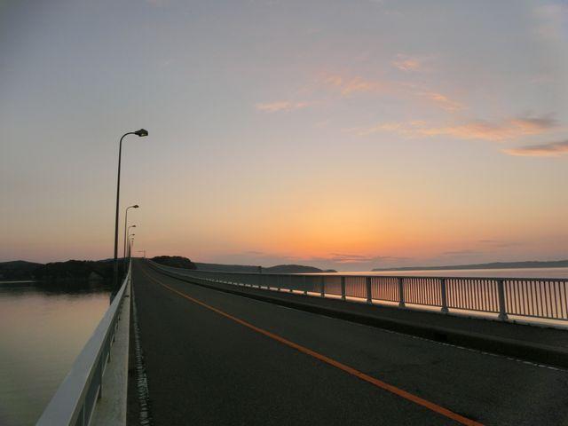 もうすぐ日の出_能登島大橋