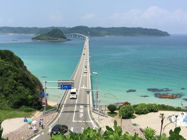 角島へと続く角島大橋。_角島