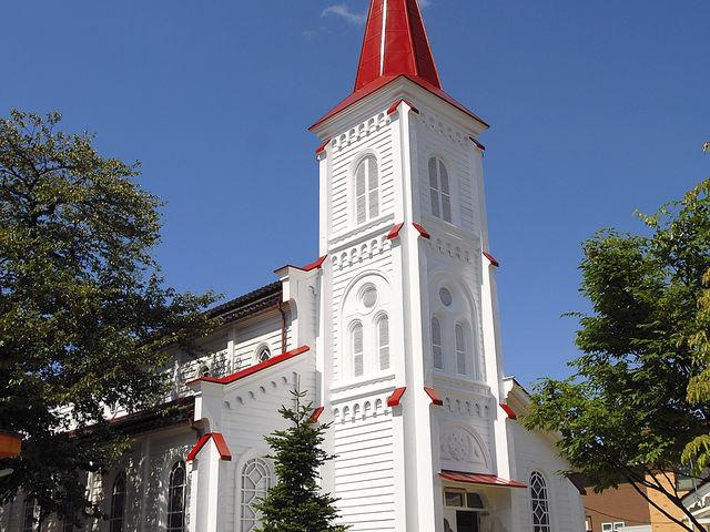 外壁の塗装などの修復工事が終わって白亜の外壁に。うつくしいです!_鶴岡カトリック教会天主堂
