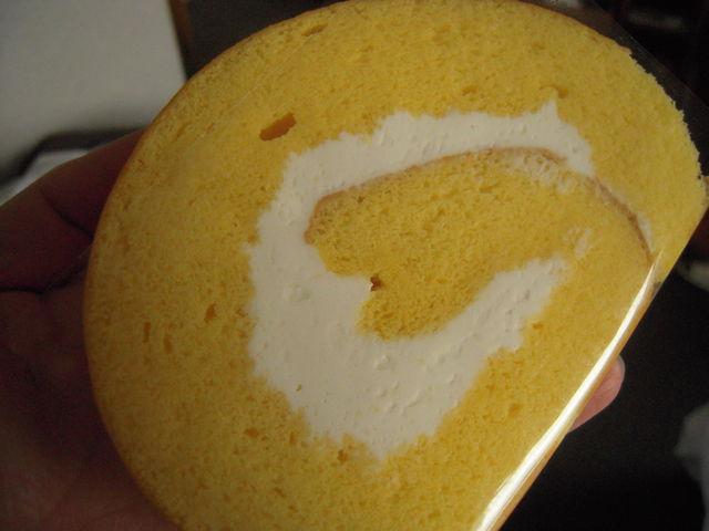 ロールケーキ_たまご色のケーキ屋さん