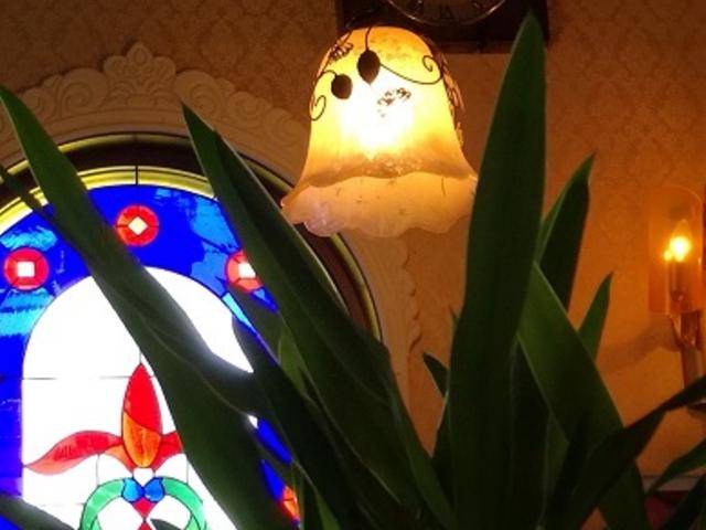 カラフルなステンドグラス♪ 昭和レトロな雰囲気です。_マンボ