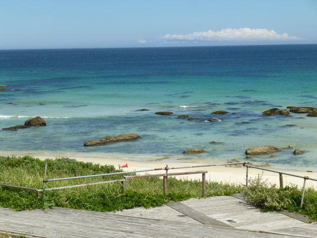 青く綺麗な海と白い砂浜がいいです_白浜中央海水浴場