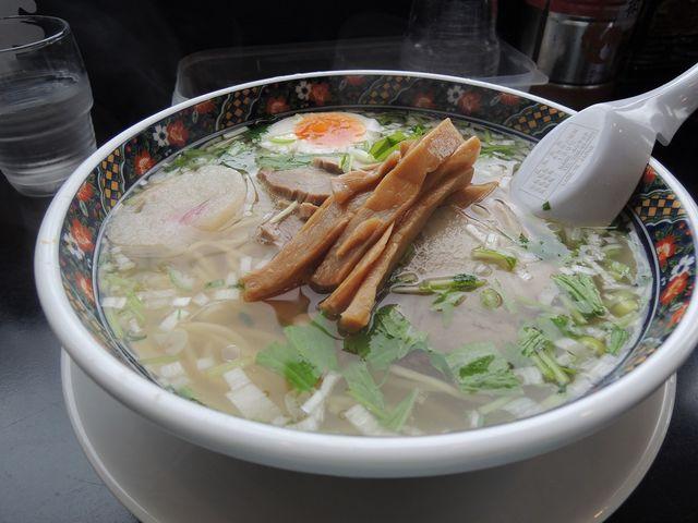 すっきりとした透明のスープ_麺厨房あじさい 函館本店