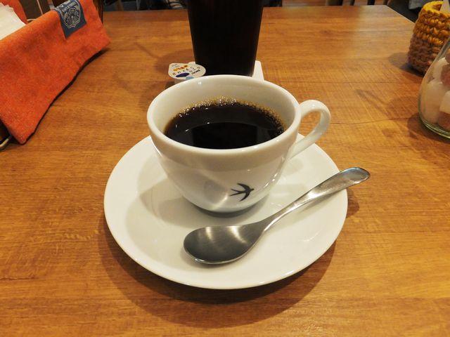 ホットコーヒー:カップはツバメのマーク入り。_ツバメカフェ PIZZA&RESTAURANT