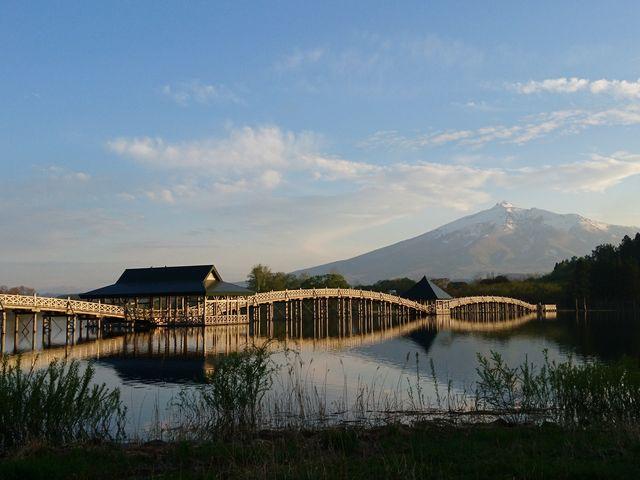 鶴の舞橋と岩木山_鶴の舞橋