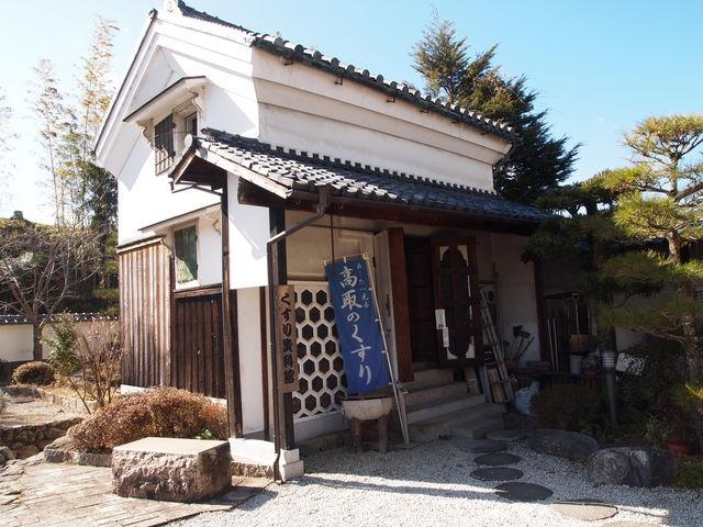 奥には薬の町高取らしく「くすり資料館」も_高取町観光案内所 夢創舘