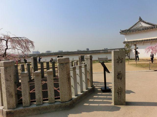 姫路城の二の丸の中心にあります_お菊井戸