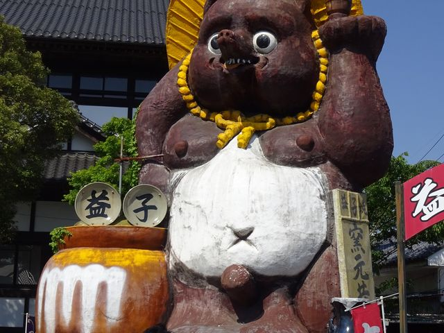 共販センターのシンボル_益子焼窯元共販センター