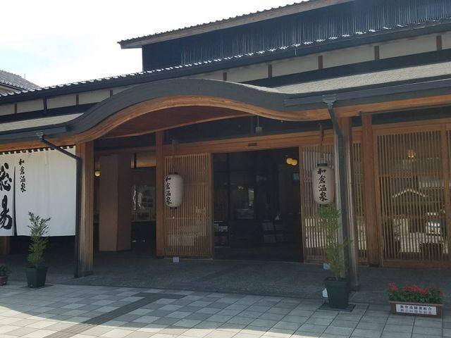 立派な建物入り口_和倉温泉総湯