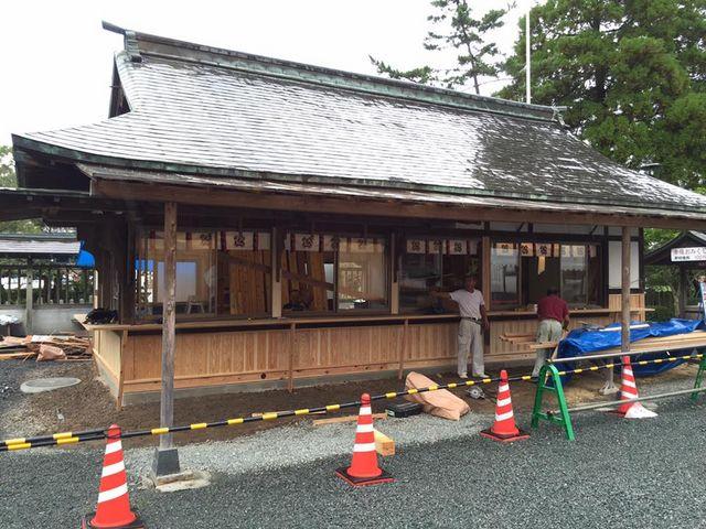 改修中の売場_阿蘇神社楼門(二層楼山門式)