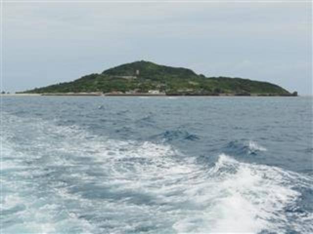 船上から見る「大神島」(宮古島島尻港から15分)_大神島