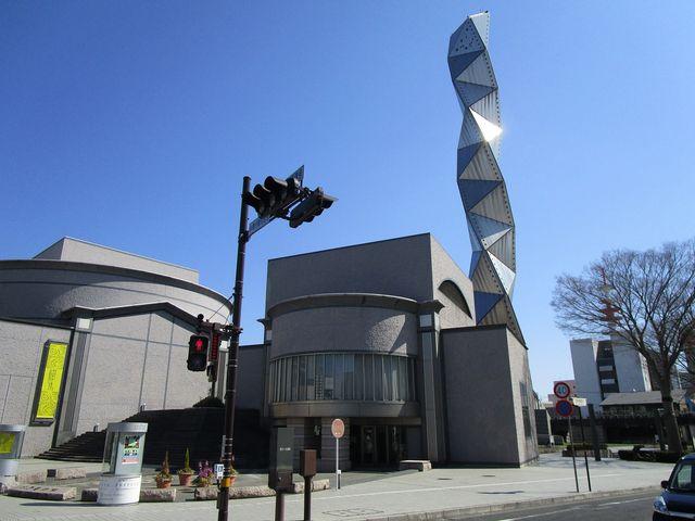高さ100mのタワーがある_水戸芸術館