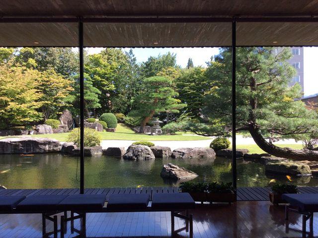 館内から見た庭園_水野美術館