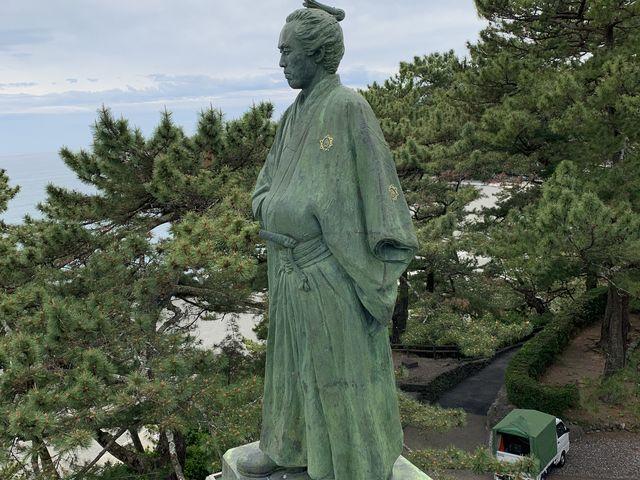 横顔拝見_坂本龍馬の銅像