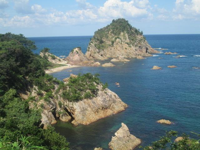 岩島と青い海が美しいです_城原展望所