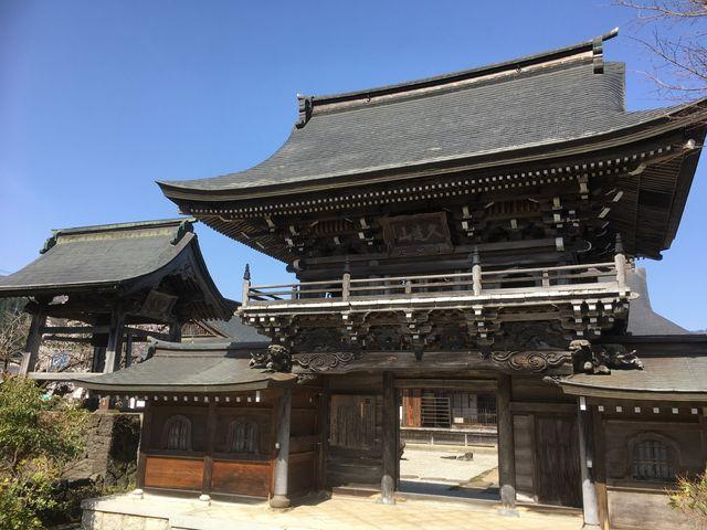 立派な山門があります。 釣鐘は東京芸大の香取秀真氏の作品で戦時接収を免れた名品です。_大円寺