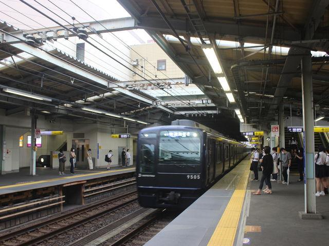 三ツ境駅ホーム_ロッテリア相鉄ライフ三ツ境店
