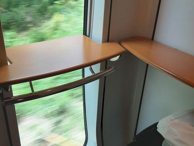 指定席を離れてデッキへ移動しました。_JR小倉駅