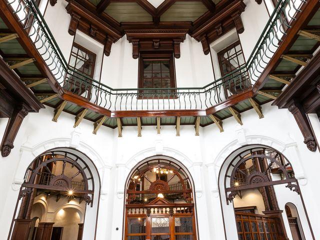 エントランスホール(旧建築様式を復元)_岩手銀行赤レンガ館