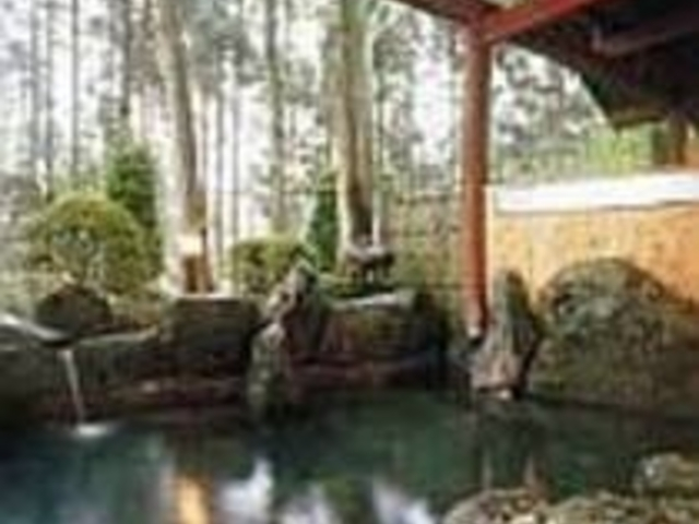 毎日新鮮な温泉を流している露天風呂_本伝