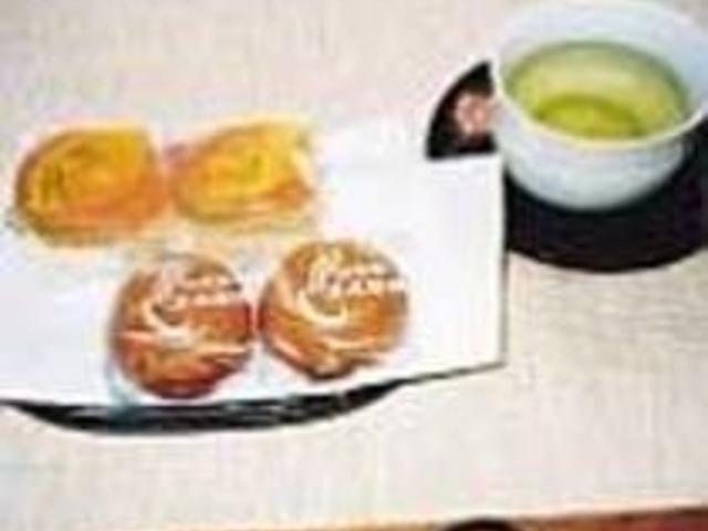 レモン風味『みくにの詩』と定番の温泉饅頭_新月