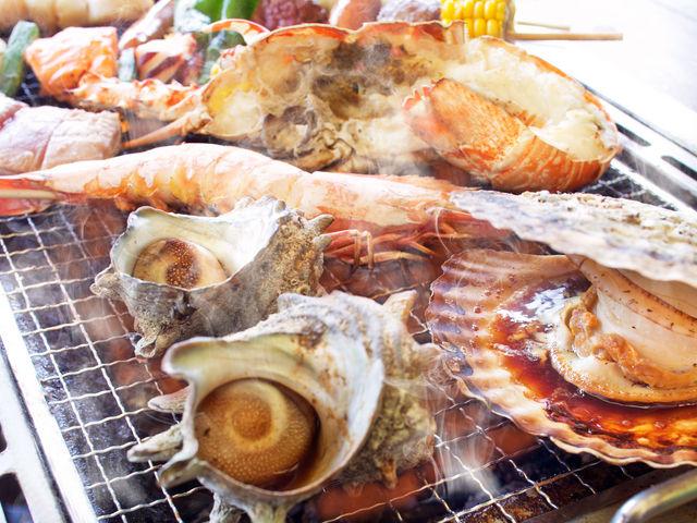 新鮮な魚介類やお肉などを豪快に焼こう!(写真はイメージ)_黒潮市場