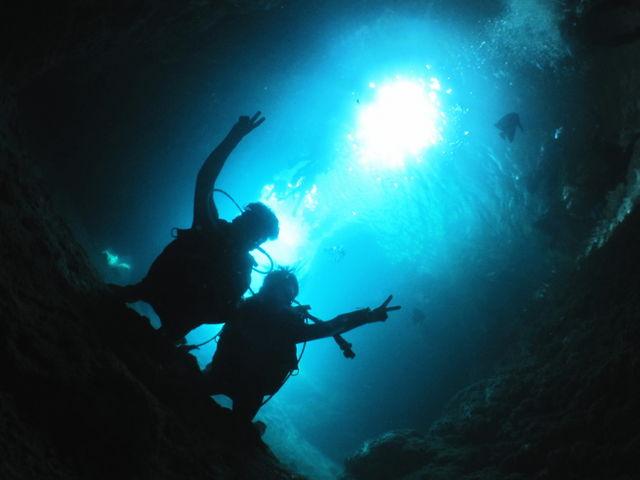 神秘の『青の洞窟』ツアー!100%感動体験となりますよ。_青の洞窟と沖縄ダイビングのVoicePlus