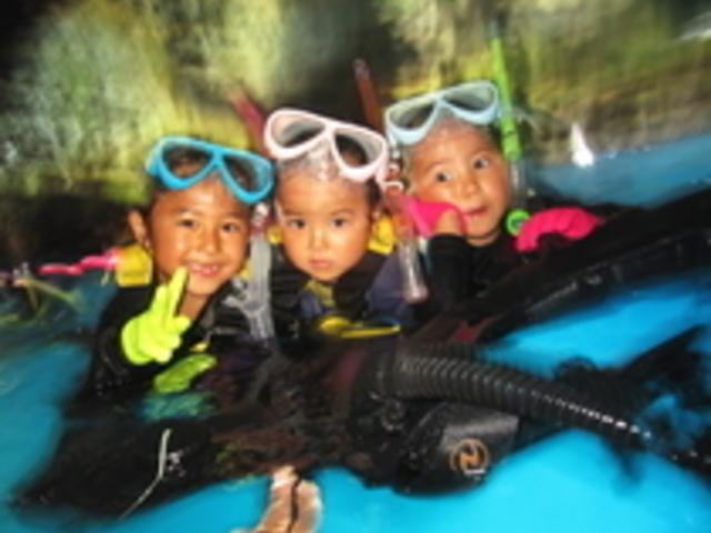 小さいお子様でも安心してご参加下さい。みんなでワイワイ楽しんんで行きましょう。_青の洞窟と沖縄ダイビングのVoicePlus