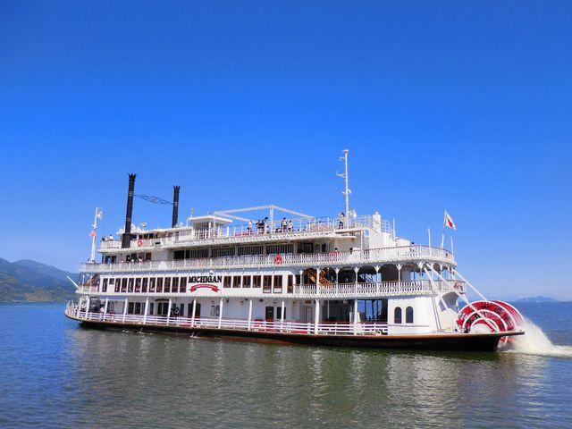 ミシガンは、びわ湖を代表する大型遊覧船です。びわ湖の南部をゆったりのんびり周遊します。1日4~5便運航しています。_ミシガンクルーズ(琵琶湖汽船)