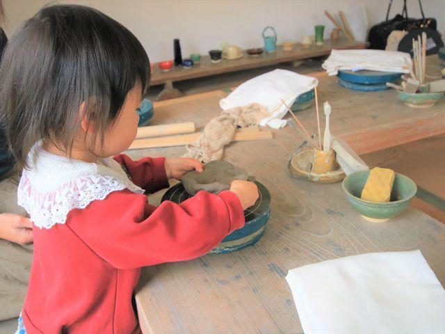 小さなお子様も楽しんで体験できます♪_陶芸工房えんのかま