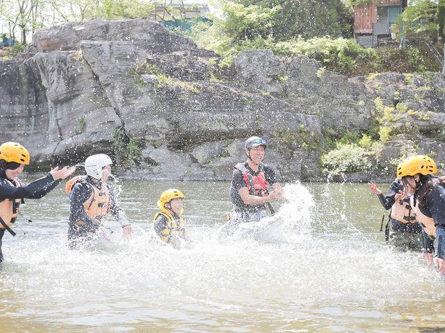 川と触れ合い、仲間との楽しさ共有_カヌーヴィレッジ長瀞