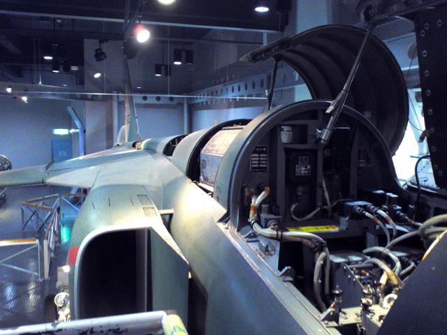 F1支援戦闘機(展示機)コクピットより右後方を望む。  2006年3月9日、全機退役。_エアーパーク(航空自衛隊浜松広報館)